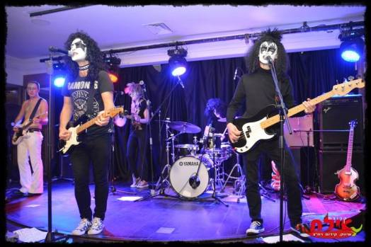 glam rock band in south west, rock party band in south west, kiss themed band, kiss tribute band uk, glam rock band, 70s tribute band, seventies tribute band, 70s party band